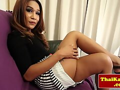 Mature thai tranny rubs her ass