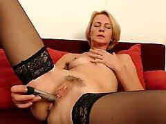 Hot mature slim mother feeding her cunt