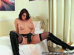 British milf Karina dildos her fanny and arse