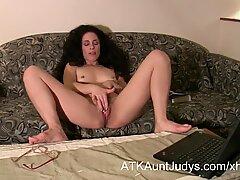 Milf Morganna fingers and masturbates her way to orgasm.