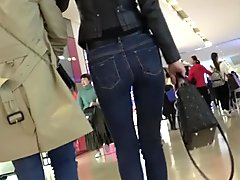 candid tight jeans ass