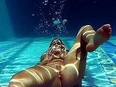 Heidi Van Horny with huge tits underwater