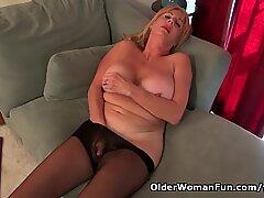 American gilf Phoenix Skye needs to rub her old pussy