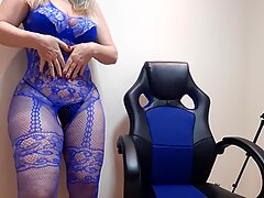 the giant-ass blonde shows off with her blue maca&ccedil_ao ra her fans and teases a lot lol (red nuazinha)